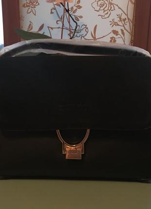 Стильная чёрная сумка mango