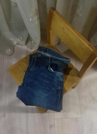Классические джинсы с потертостями zara