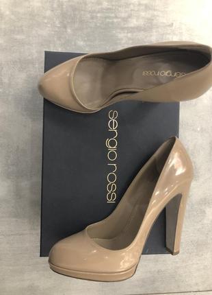 Туфли бежевые лаковые нюд оригинал на каблуке sergio rossi