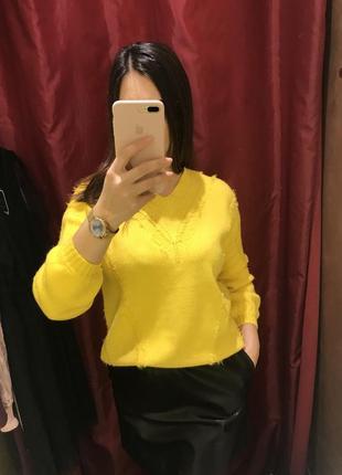Свитер теплый, жёлтый