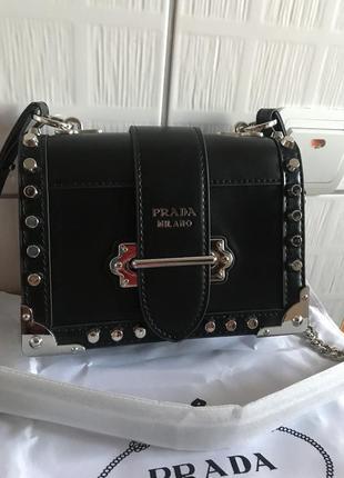 Кожаная сумка сумка кожаная на цепочке через плечо кроссбоди  prada