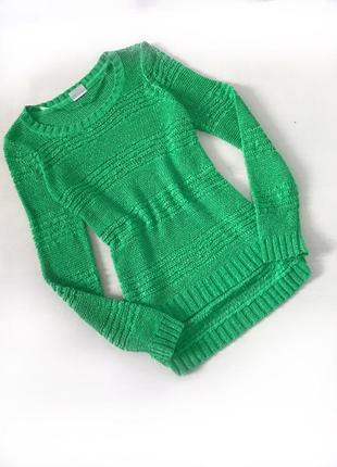 Красивый легкий свитерок ярко-зеленого цвета с длинным рукавом