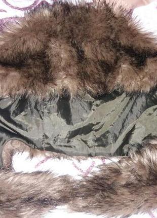 Огромный меховый капюшон