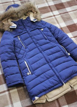 Зимнее очень теплое пальто с натуральным мехом в идеальном состоянии.размер 134/7-9лет.