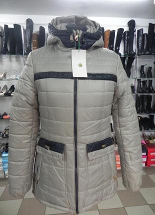 Стильная курточка демисезонная