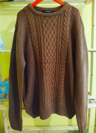 Теплый объемный свитер
