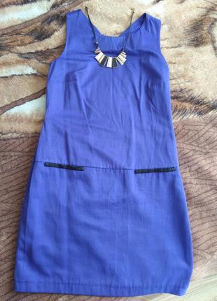 Платье, с открытой спиной.