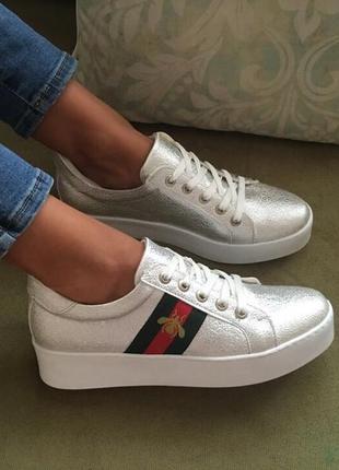 Красивые кроссовки, удобные мягкие кеды