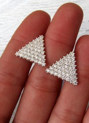 Серебряные серьги треугольник