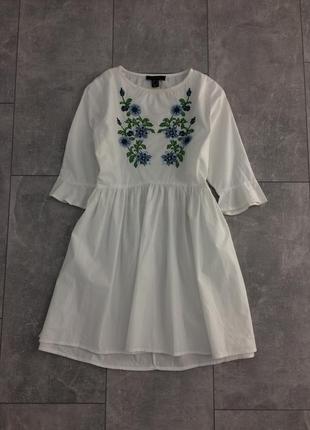 Платье с вышевкой