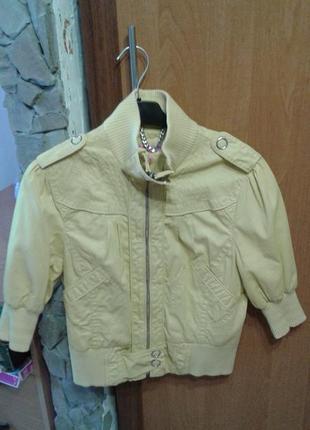Легкая курточка лимонного цвета