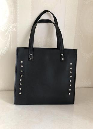 Небольшая чёрная сумка шоппер с заклёпками новая!