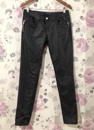 Крутые джинсы с напылением под кожу
