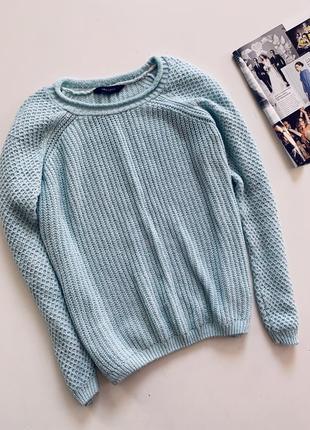 Красивый свитер бирюзового цвета