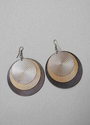 Крупные актуальные серьги кольца золотые серебрянные три цвета металла