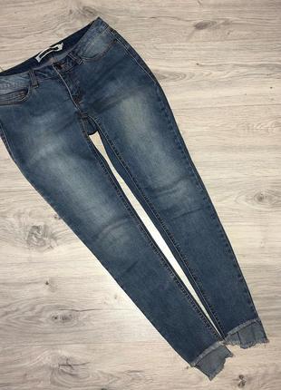 Стильні джинси з необробленим низом1