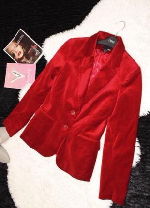 Велюровый красный пиджак