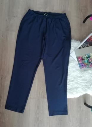 Темно-синие брюки зауженные к низу вискоза