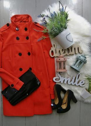 Стильное драповое шерстяное пальто оранжевого цвета