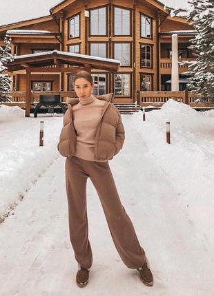Шикарный трендовый короткий пуховик куртка пуховая мини объемный с карманами мокко