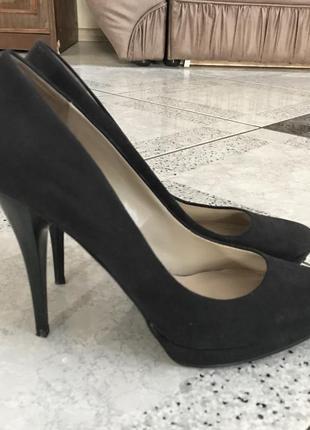 Замшевые чёрные туфли на высоком каблуке