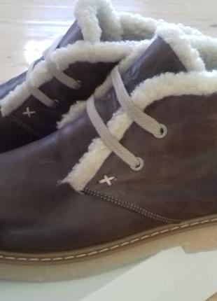 Стильные кожаные ботинки на овчине