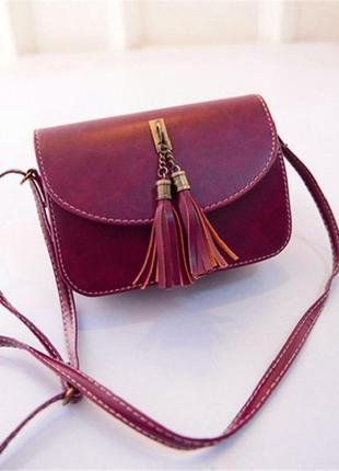 Красивая сумочка бордовая с кисточкой