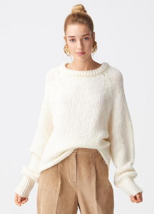Очень теплый и мягкий свитер молочного оттенка