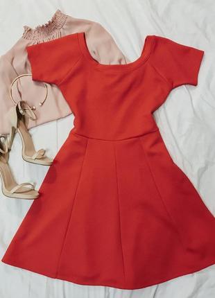 Красное платье а-силуэта