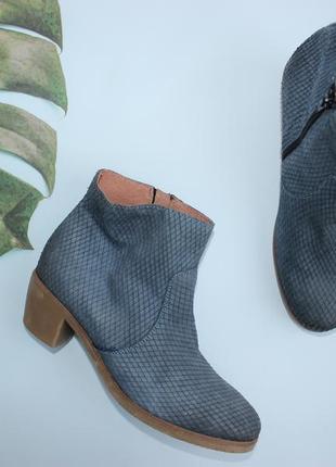 42 27см laura di sarpi фактурные кожаные ботинки на каблуке, полусапоги ботильоны