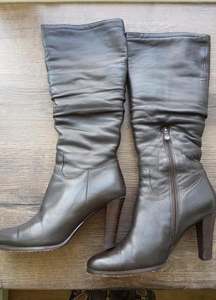 Кожаные зимние сапоги на цигейке на высоом каблуке