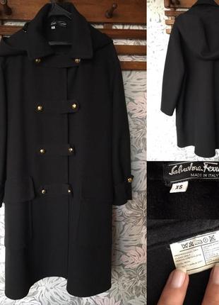 Шерстяное пальто с капюшоном salvatore ferragamo. италия.  оригинал!!