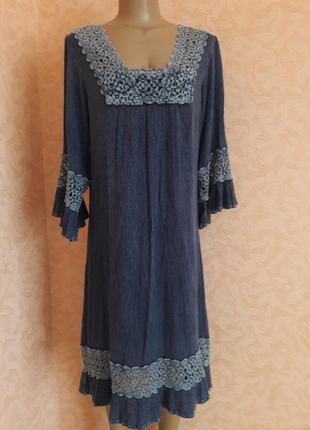 Джинсовое вареное платье  свободного кроя с красивым кружевом