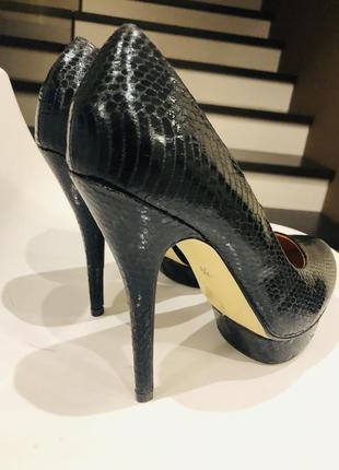 Чёрные туфли на каблуке р 39-40