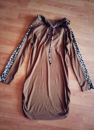 Демисезонное платье темного бежевого цвета с поясом, материал под замшу