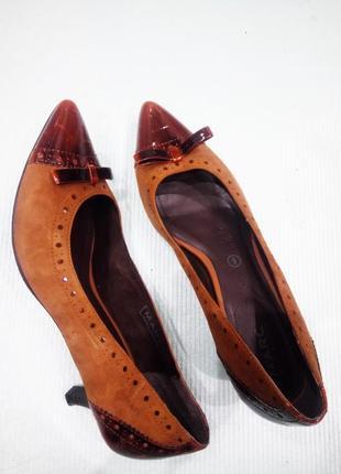 9/40р./26 см. туфли из натуральной кожи с перфорацией на не высоком каблуке marc