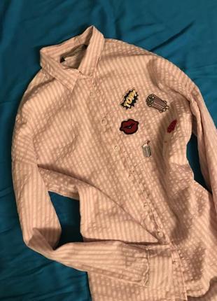 Стильная коттоновая рубашка с нашивками