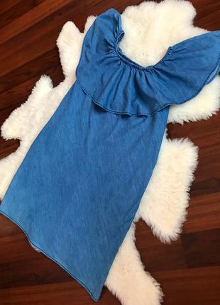 Шикарное джинсовое платье с карманами с рюшой