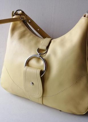 Coccinelle вместительная кожаная сумка. оригинал. винтаж