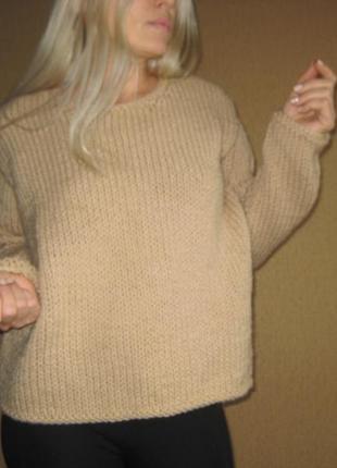 Карамельный свитер крупной вязки