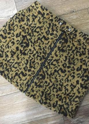 Стильная тёплая плюшевая юбка мини в леопардовый принт