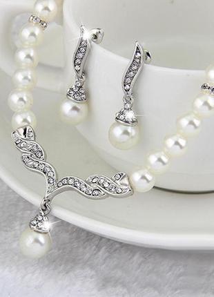 Набор украшений ожерелье с серьгами под жемчуг