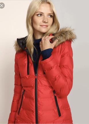 Яркая удобная куртка р36