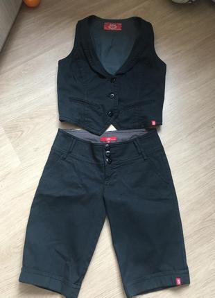Стильный костюм шорты и жилетка классические