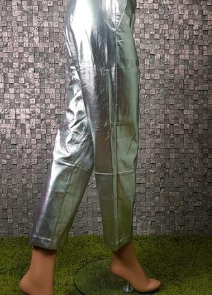 Крутые брюки серебрянного цвета