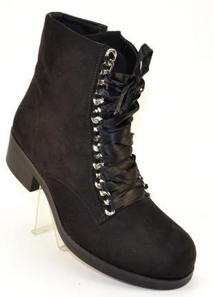 Комфортные замшевые черные ботинки с лентой 36-40р низкий каблук демисезон