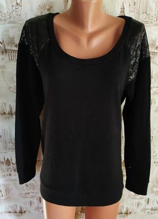 Хорошенький свитерок черного цвета. подойдет на 16-18 р-р(50-52).