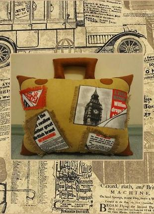 Декоративная подушка - чемодан, подарок путешественнику, путешествие, в дорогу