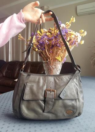 Продам кожаную красивую сумку цвета хаки фирмы clarks