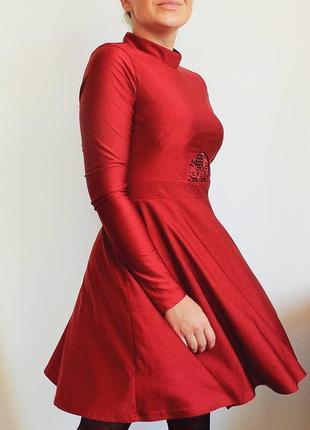 Шикарное красное платье на зиму/осень/весну